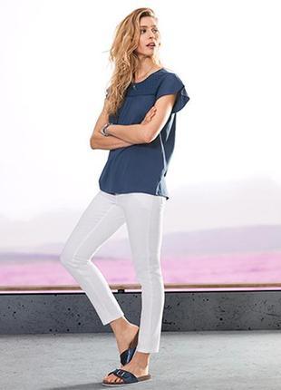 Белые укороченные прямые джинсы на 46 р