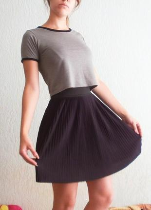 Черная плиссированная мини-юбка