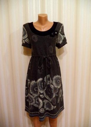Шикарное повседневное утепленное платье с завышенной талией.