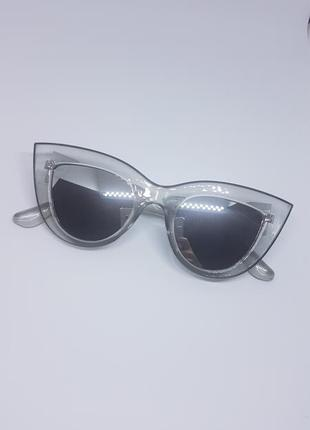 Женские солнцезащитные очки «кошачий глаз» серебристые в прозрачно-серой оправе