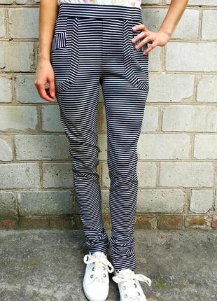 Синие брюки в полоску с карманами, на резинке