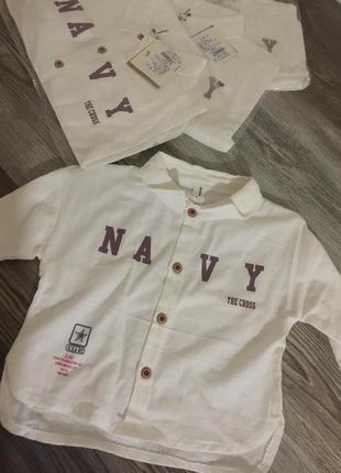Стильная рубашка с надписью белого цвета. есть разные размеры и цвета. новые.