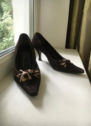Замшевые натуральные туфли на среднем каблуке