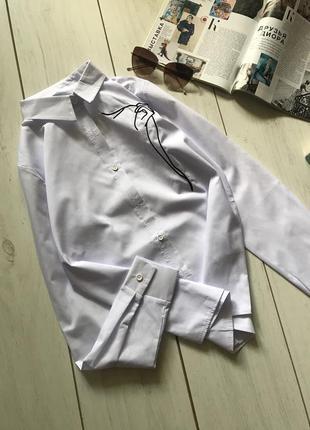 Белая рубашка с вышивкой