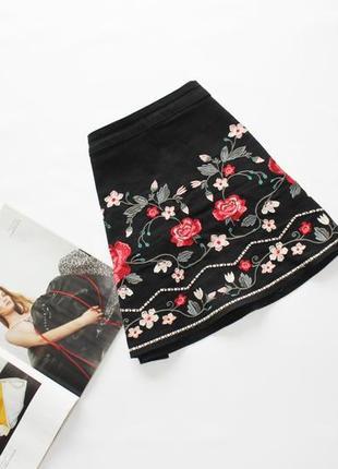 Красивая джинсовая трапеция черная юбка с вышивкой цветы л 12