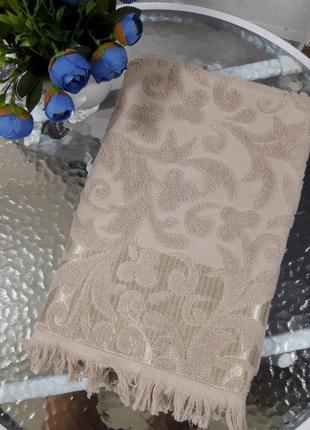 Банное полотенце жаккардовое с бахромой saheser