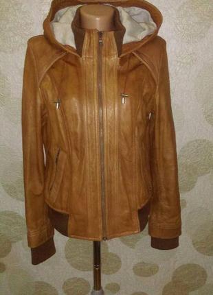 Крутая кожаная  брендовая курточка с капюшоном