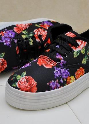 Яркие цветочные кеды, слипоны