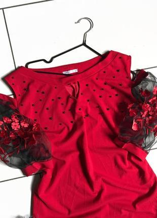 Яркое красное нарядное платье с цветами на рукавах, большого размера