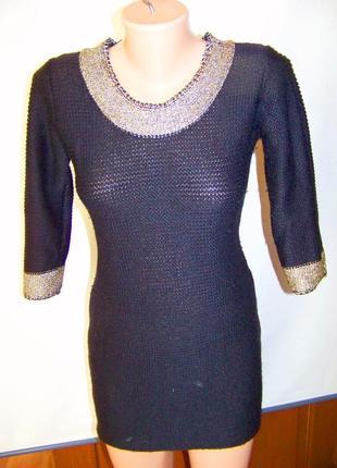 Вязаное теплое шерстяное платье-туника с золотой отделкой ворота и рукавов oodji