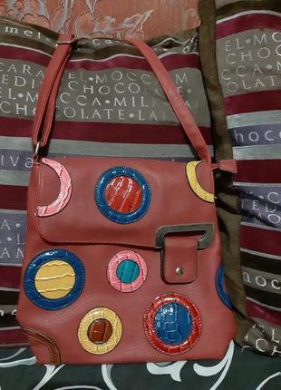 Весёленькая женская сумочка.