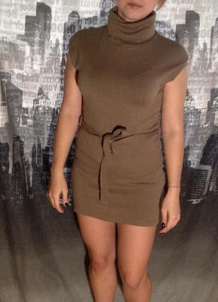 Платье под горло  короткое