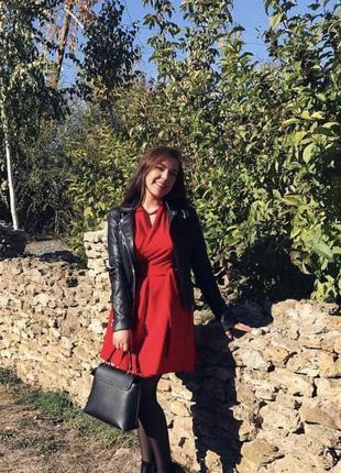 Шикарне червоне плаття на запах