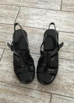 Резиновые босоножки сандалии
