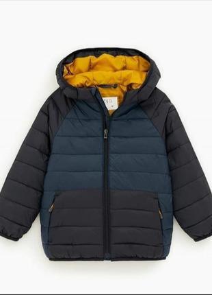 Трендова куртка zara  .є три кольори цієї моделі .