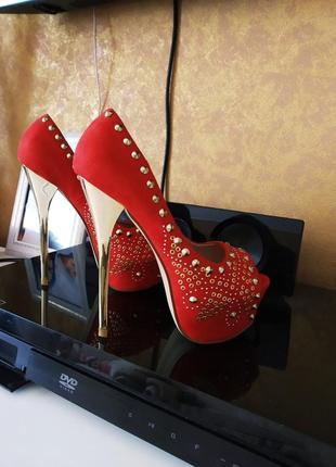 Туфли красные стрипы лабутены
