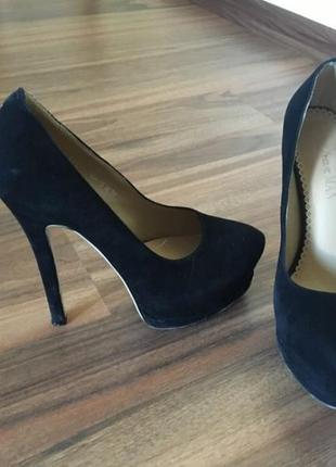 Туфли замшевые на каблуке