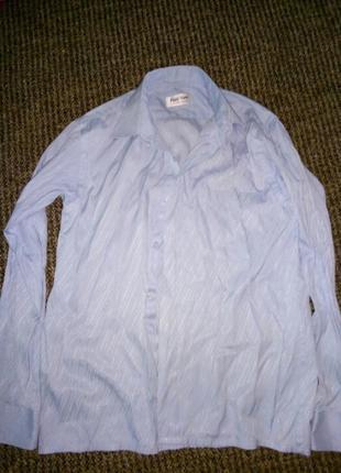 Нежно-голубая рубашка на подростка