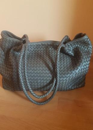 Очень красивая кожаная сумка bottega