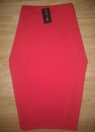 Стильная красная юбка миди!в наличии есть разные размера!2 фото