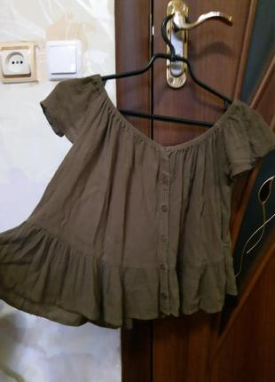 Футболка блуза блузка со спущеными плечами с открытыми плечами хаки