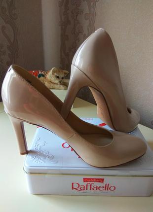 Туфли женские. итальянские брендовые туфли. свадебные туфли.