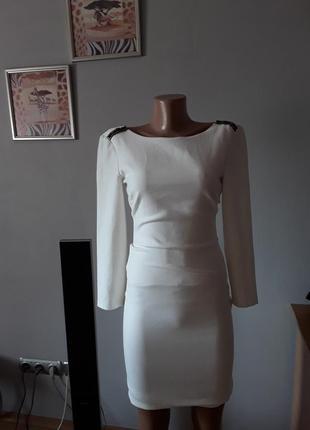 Раскошное платье с открытой спинкой