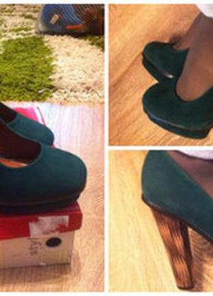 Новые фирменные бархатные туфельки очень красивый цвет(темно-зеленный)