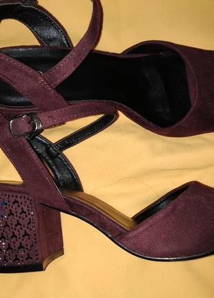 Шикарные замшевые босоножки на широком удобном каблуке марсала бордо