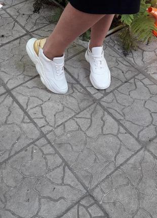 Кожаные кроссовки криперы белоснежные золото подошва танкетка8 фото