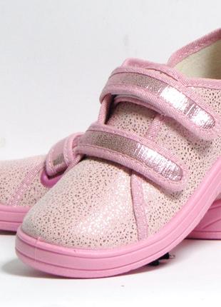 Розовые кеды для девочки на липучке.