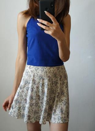 Легкая короткая юбка в цветочек