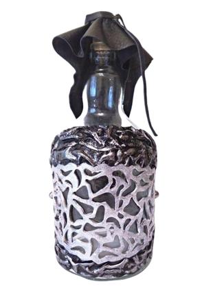 Бутылка 1 л для любых напитков, декорирована натуральной кожей.