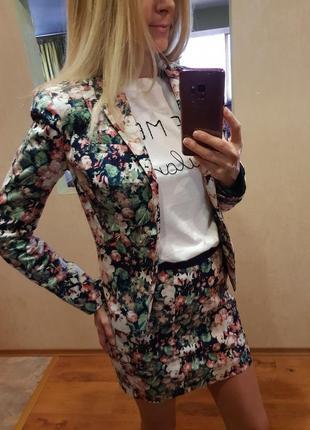 Яркий нарядный костюм пиджак юбка шорты befree