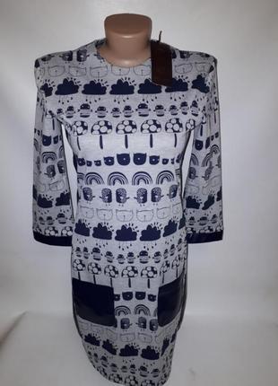 Трикотажное платье со вставками под кожу