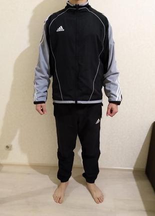 Спортивный костюм adidasразмер l(брюки и олимпийка )