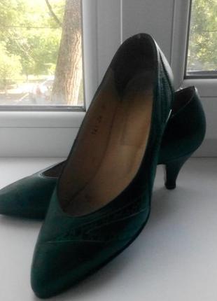 Полностью кожаные туфли-лодочки , р-р 36.5- 37