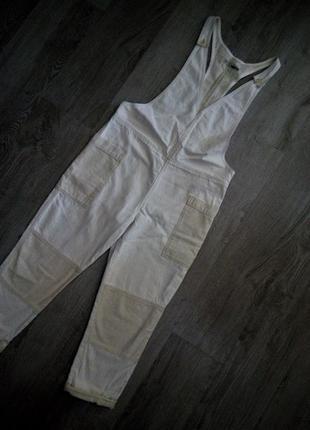 Великолепный натуральный,модный льняной комбинезон с накладными карманами