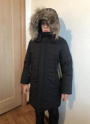 Крутое зимнее тёплое пальто с опушкой енот