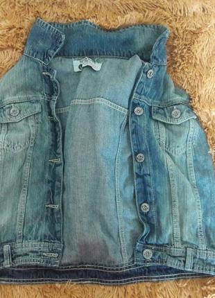 Стильная джинсовая жилетка