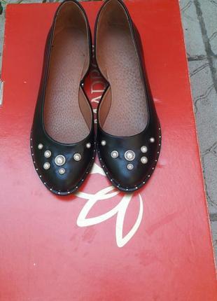 Скидка!!! кожаные туфли с бусинами подошва с металлическим вставками2 фото