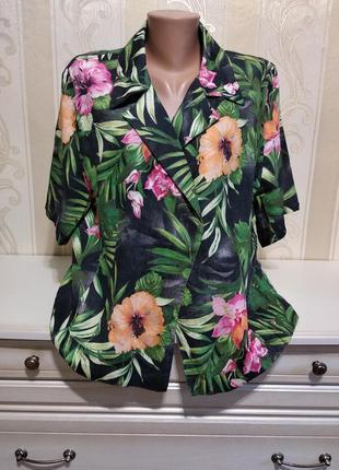Блуза из натуральной ткани.