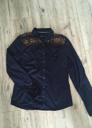 Темно синяя рубашка с вышивкой