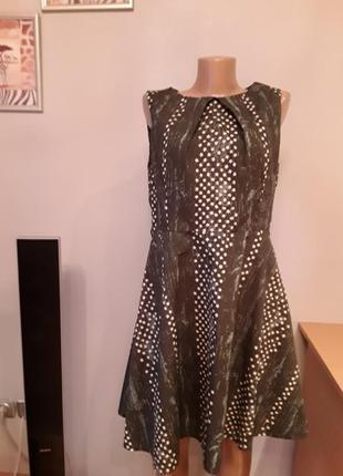 Симпатичное платье с подкладкой.