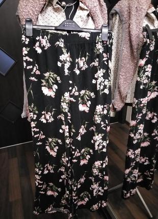 Нежные вискозные брюки в стиле палаццо