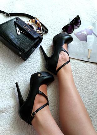 Чорні туфлі на шпильці stella marco