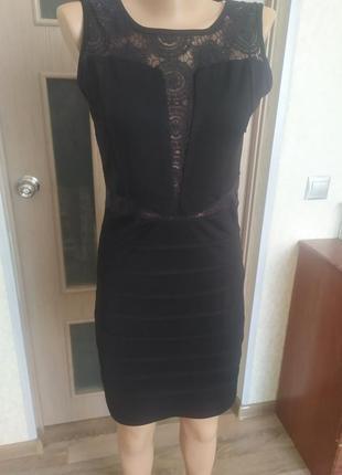 Маленьке чорне платтячко