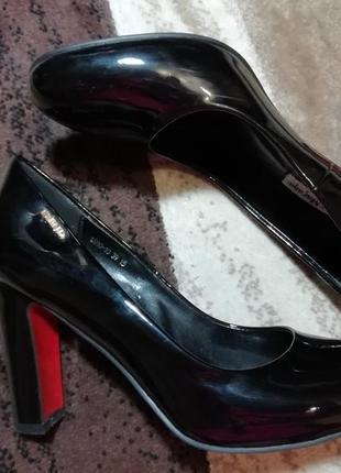 Туфли лаковые лодочки классические