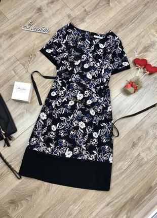 Стильное платье в цветы и с замочком сзади