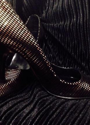 Распродажа!стильные туфли лодочки claudio fracassa